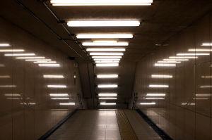 1280px-Fluorescent_lamps_artistic