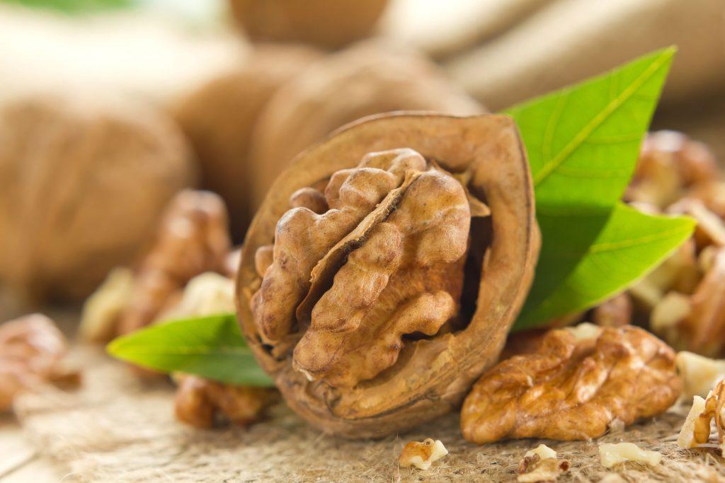 21451409 - walnuts