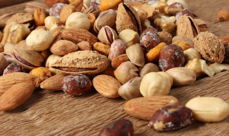 Nut Consumption and Risk of Type 2 Diabetes