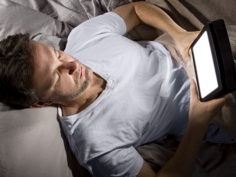Night Owls Have Wider Social Network