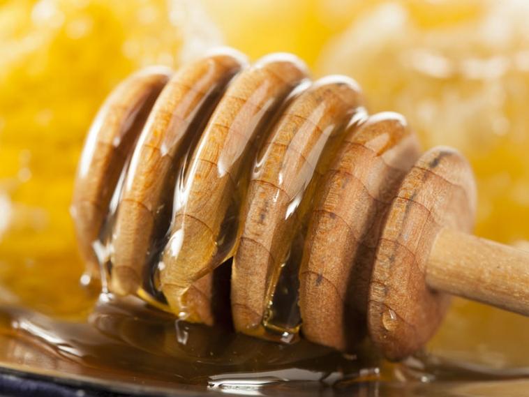 Slideshow: 8 Benefits of Local Raw Honey