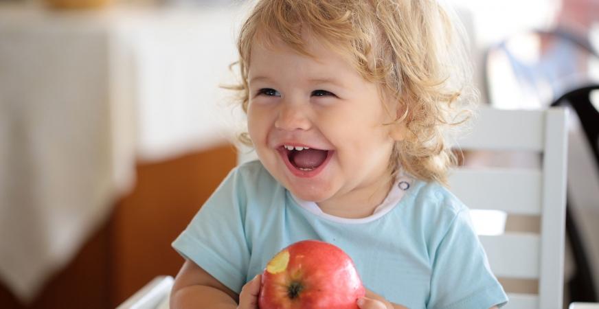 Babies Pick Up Subtle Social & Cultural Cues at Mealtimes