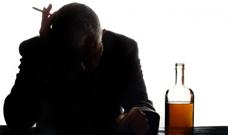 Reducing Alcohol Intake May Help People Quit Smoking