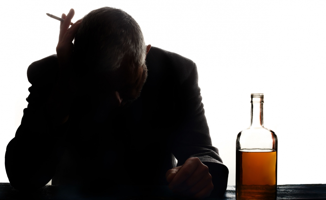 Reducing Alcohol Intake May Help People Quit Smoking